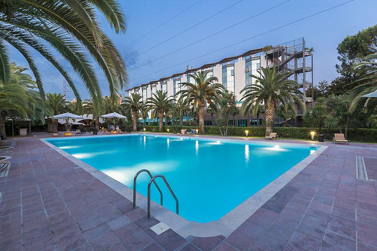 Grand hotel duca d 39 este tivoli touring - Hotel piscina roma ...